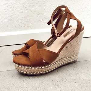 Shoes - Tan cross cross strap studded summer wedges